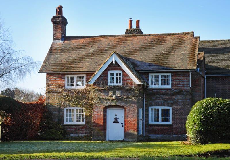 ceglana anglików ogródu domu czerwieni wioska obrazy stock