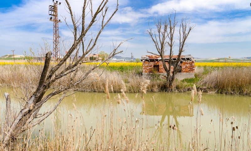 Ceglana chałupa blisko Sakarya rzeki blisko Polatli, Ankara, Turcja obrazy royalty free