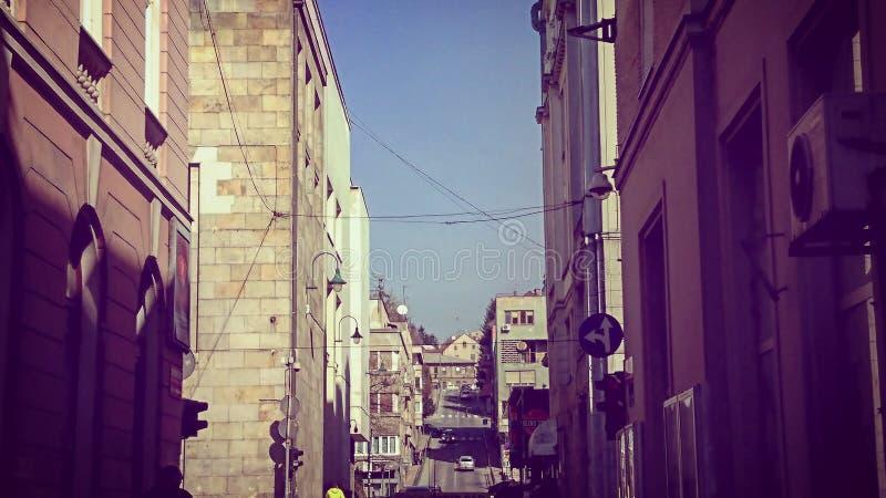 ceglana miasta dziewczyny ulic ściana zdjęcie royalty free