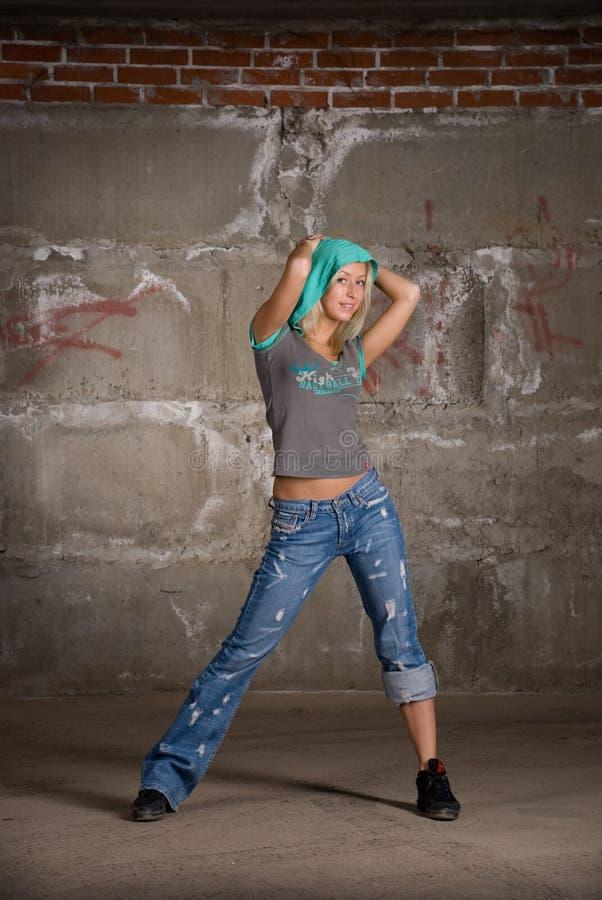 ceglany dancingowy dziewczyny grey hip hop nad wal zdjęcia stock