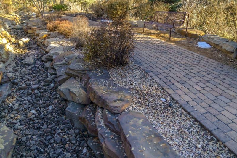 Ceglany droga przemian i skalista ziemia na parku w Provo zdjęcia royalty free