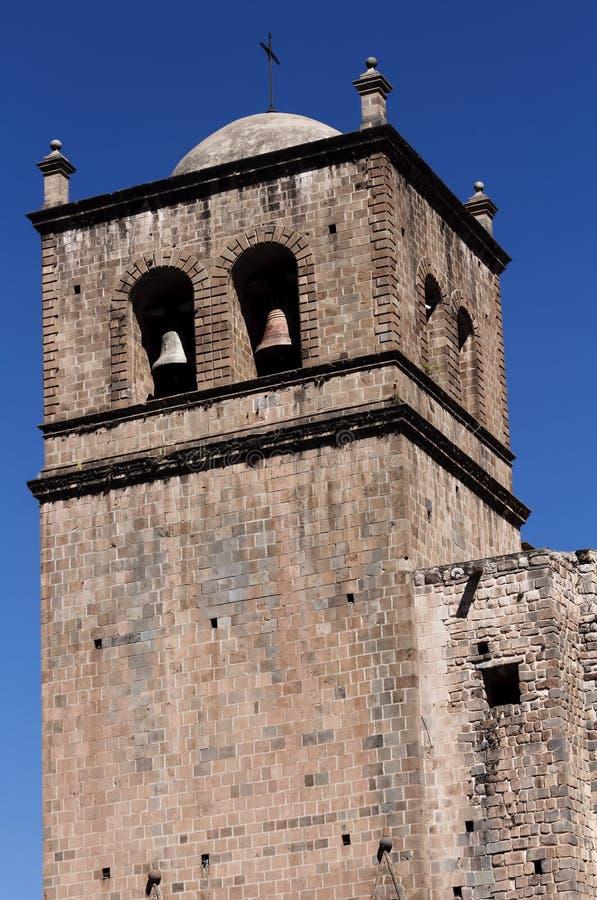 Ceglany Dzwonkowy wierza Cusco Peru Ameryka Południowa niebieskie niebo obraz stock