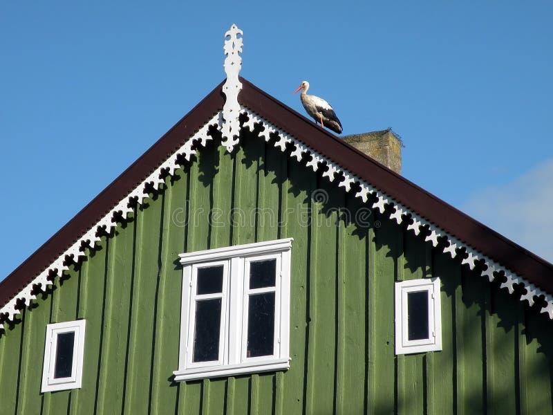 Cegonha no telhado fotos de stock