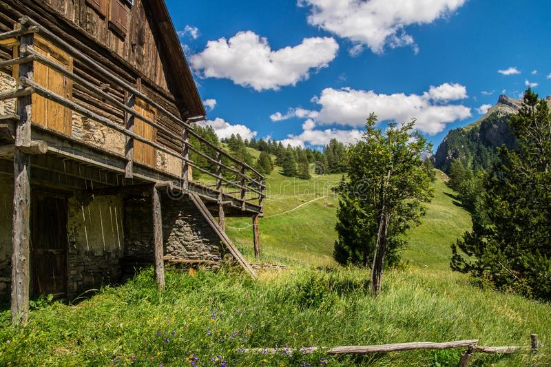 Ceillac de Chalmettes en qeyras en Altos Alpes en Francia imagen de archivo libre de regalías