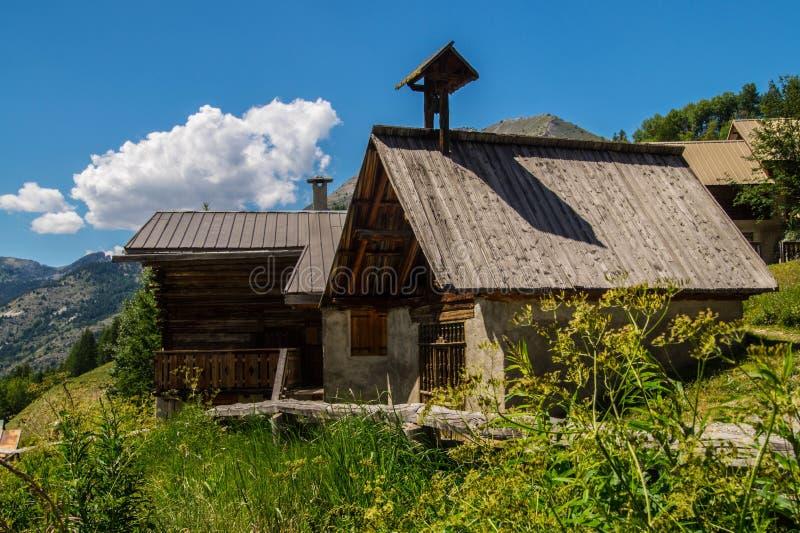 Ceillac de Villard en qeyras en Altos Alpes en Francia fotos de archivo libres de regalías