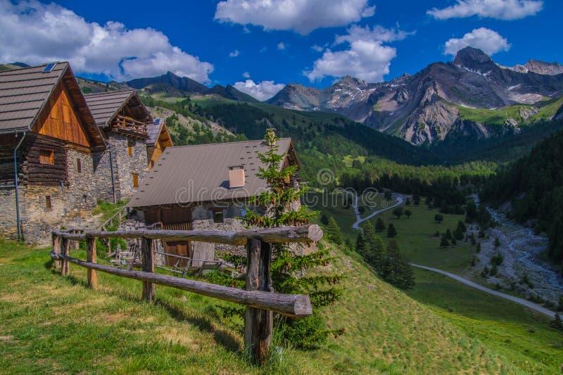 Ceillac de Villard nos qeyras em Hautes-Alpes em france imagem de stock royalty free
