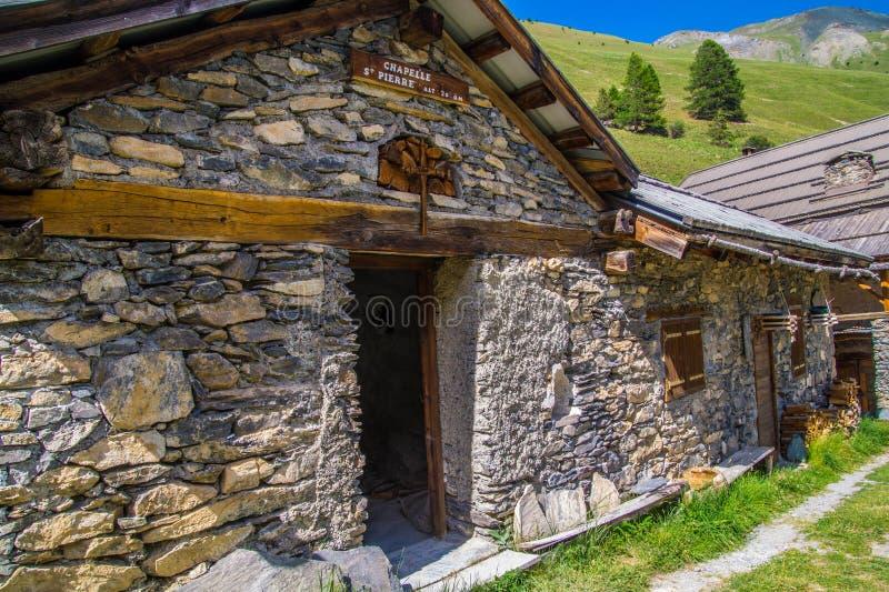 Ceillac de Villard nos qeyras em Hautes-Alpes em france fotografia de stock royalty free