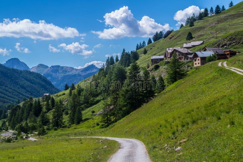 Ceillac de Villard nos qeyras em Hautes-Alpes em france imagens de stock royalty free