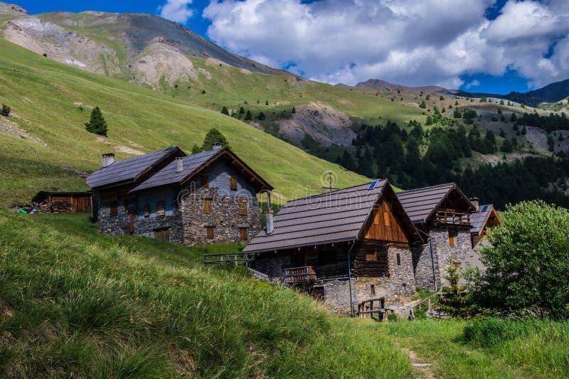Ceillac di Villard in qeyras in Hautes-Alpes in Francia fotografia stock libera da diritti