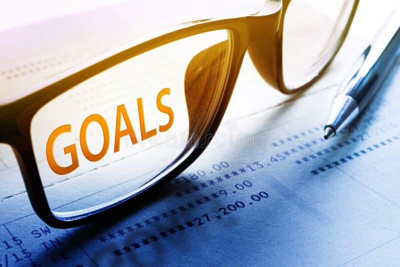 Cele formułują na szkłach Dla biznesowego i pieniężnego, inwestycja fotografia stock