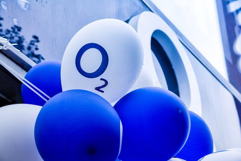 Celebração celular Logo Balloon Outdoors Cold da loja da rede O2 imagem de stock