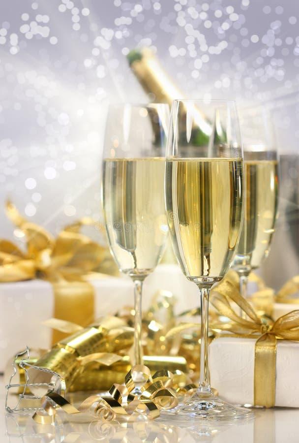 Celebração de Champagne por o ano novo foto de stock royalty free