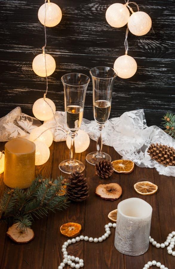 Celebração do ano novo Champagne nos vidros fotografia de stock royalty free