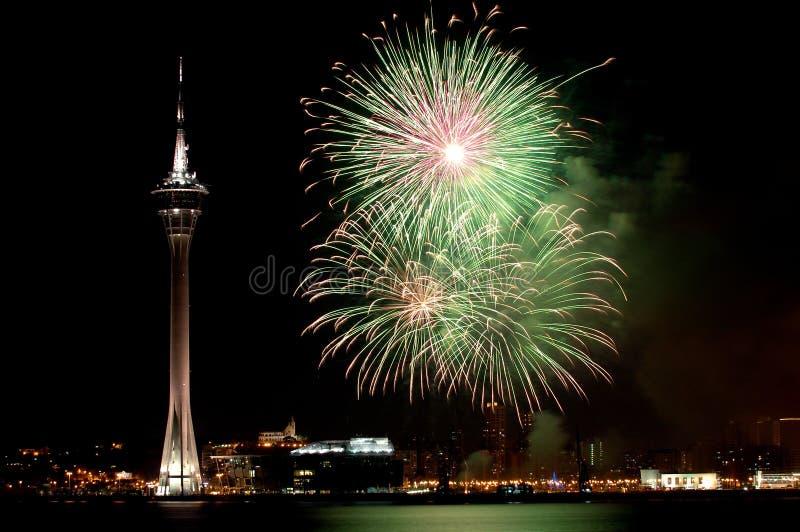 Celebração do ano novo com fogos-de-artifício foto de stock royalty free