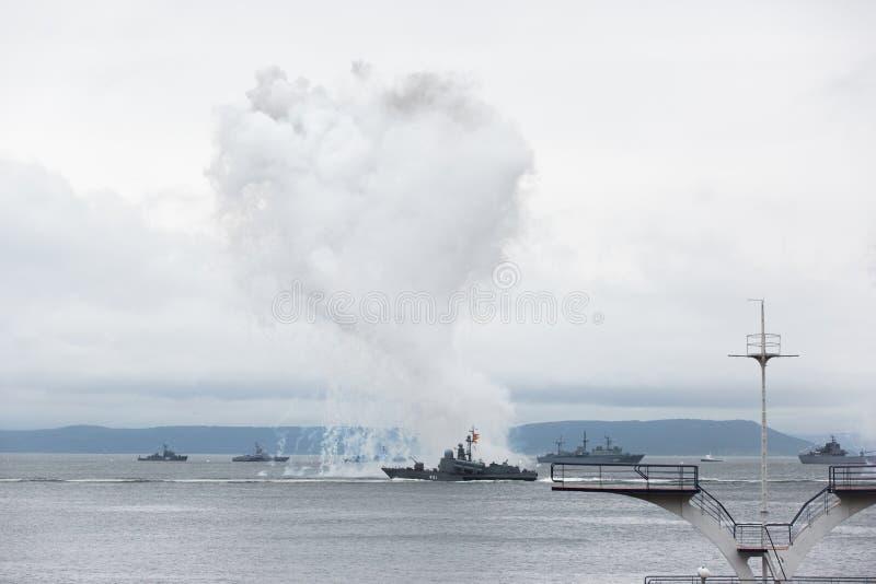 Celebração do dia da marinha de Rússia em Vladivostok imagens de stock royalty free