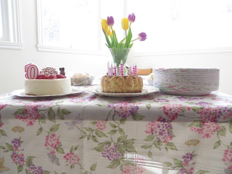 Celebração dos bolos de aniversário imagens de stock royalty free