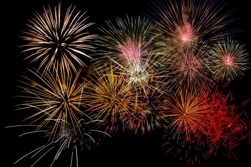 Celebração dos fogos-de-artifício na noite no espaço do ano novo e da cópia - abst foto de stock
