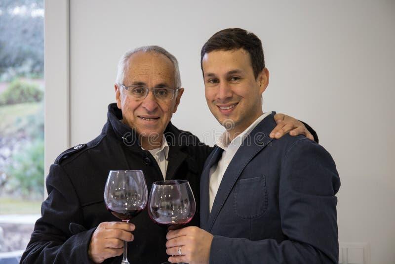 Celebração entre o pai e o filho imagem de stock