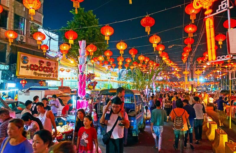 Celebração ruidosa do ano novo no bairro chinês de Yangon, Myanmar fotos de stock