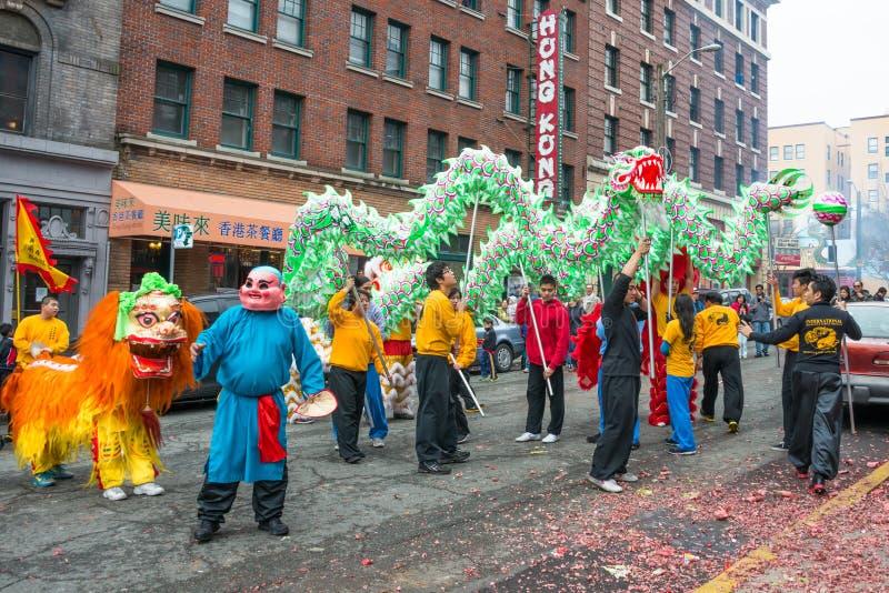 Celebración china del Año Nuevo de los bailarines del dragón y del león imagen de archivo
