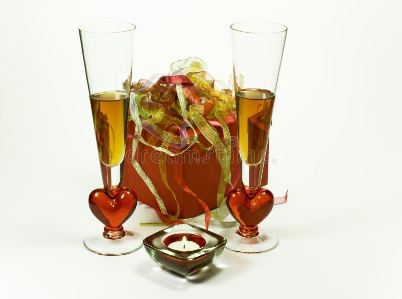 Celebración con el regalo y las bebidas fotos de archivo