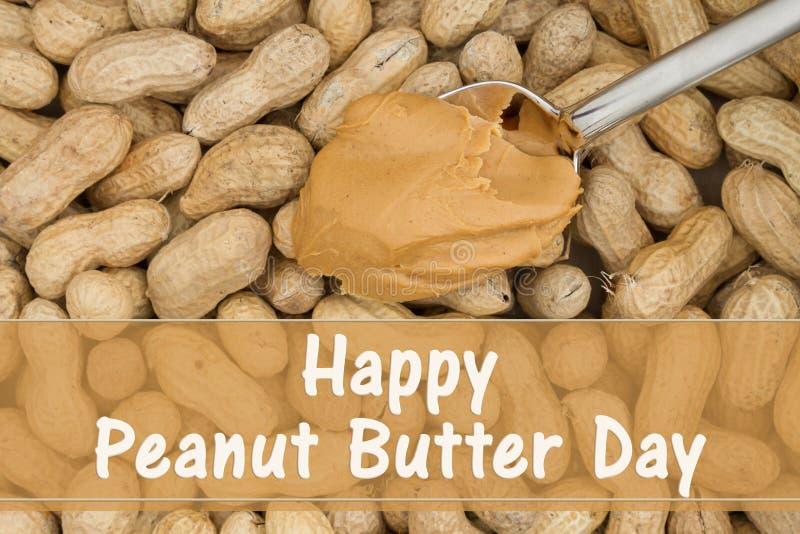 Celebración de día de la mantequilla de cacahuete con las nueces descascadas imagenes de archivo