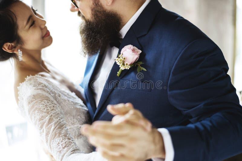 Celebración de la boda del baile de los pares del recién casado imagen de archivo libre de regalías