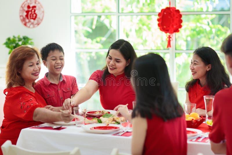 Celebración de la familia del Año Nuevo chino fotografía de archivo libre de regalías