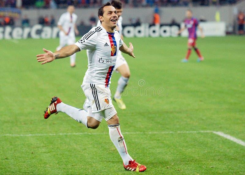 Celebración de la meta de Marcelo Diaz del jugador de Footbal durante juego de la liga de los campeones foto de archivo libre de regalías