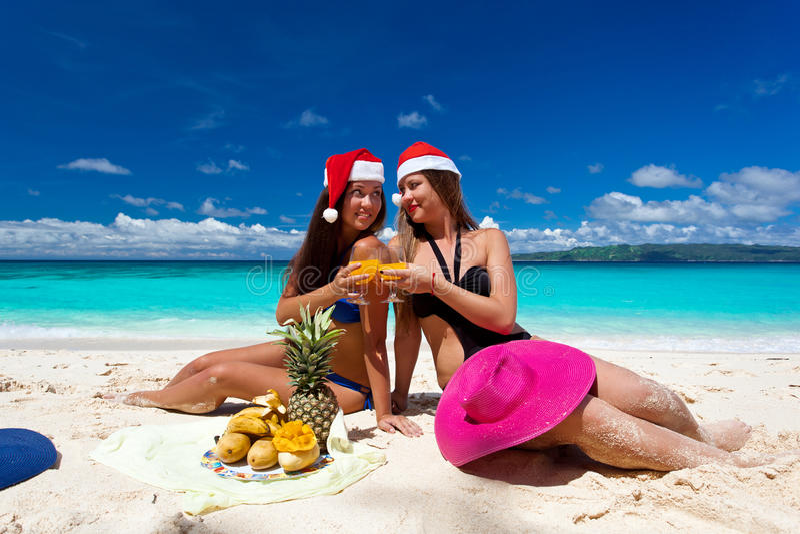 Celebración de la Navidad en la playa tropical imagen de archivo libre de regalías