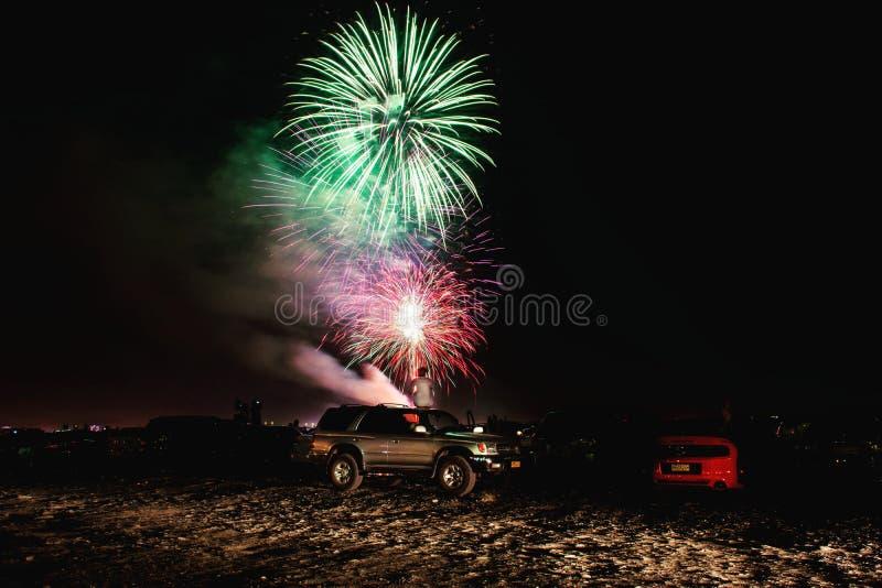 Celebración de los fuegos artificiales durante la tarde fotografía de archivo libre de regalías