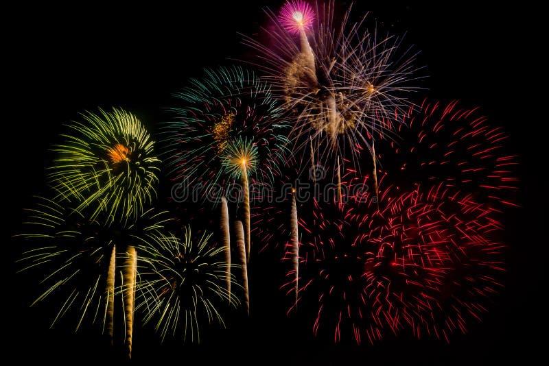 Celebración de los fuegos artificiales en la noche en Año Nuevo imágenes de archivo libres de regalías