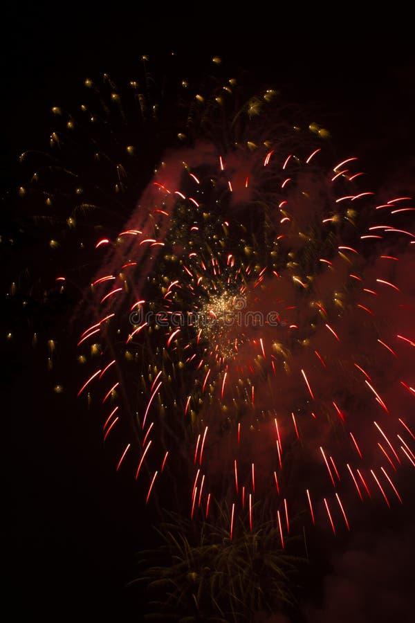 Celebración de los fuegos artificiales sobre el río Ohio foto de archivo