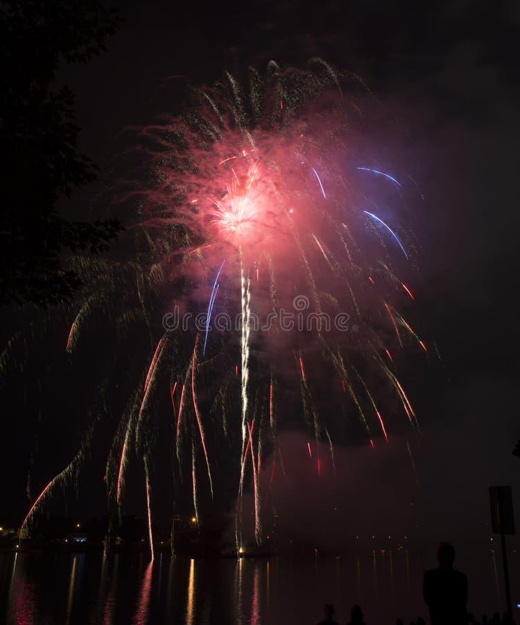 Celebración de los fuegos artificiales sobre el río Ohio fotografía de archivo libre de regalías