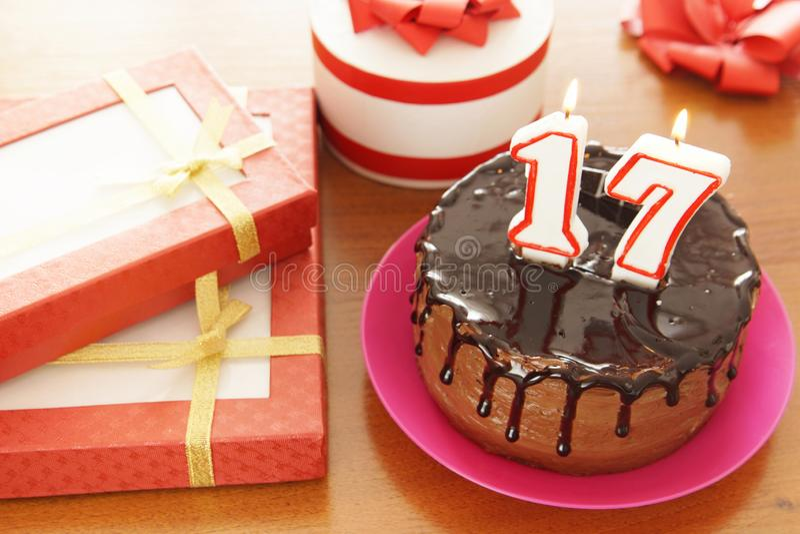 Celebración del cumpleaños en diecisiete años imagen de archivo