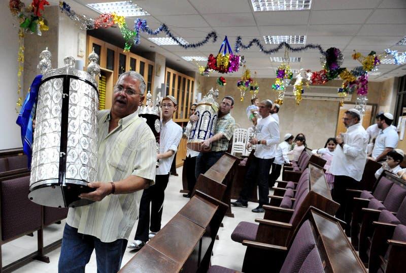 Celebración del día de fiesta judío Simchat Torah imagenes de archivo