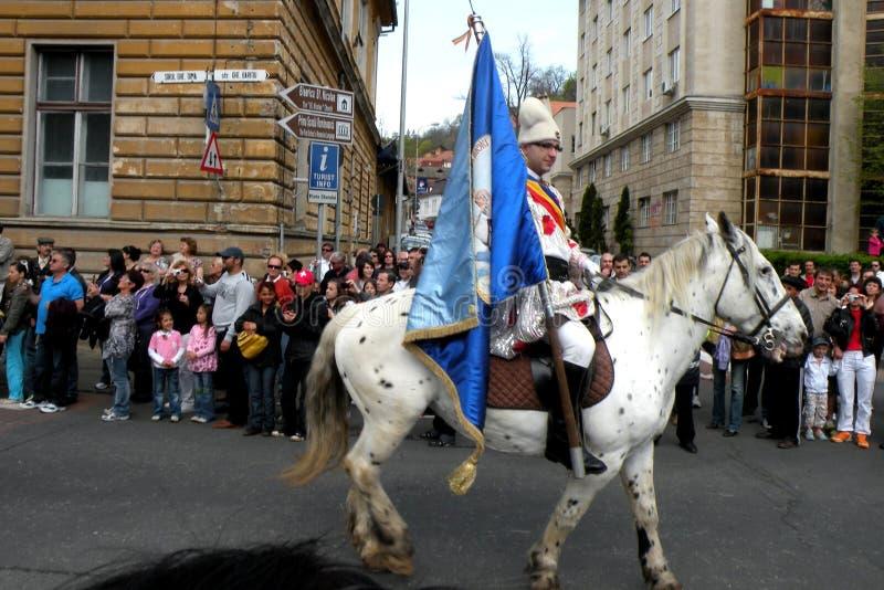 Celebración en la ciudad de Brasov en el tiempo 2 de pascua imagen de archivo