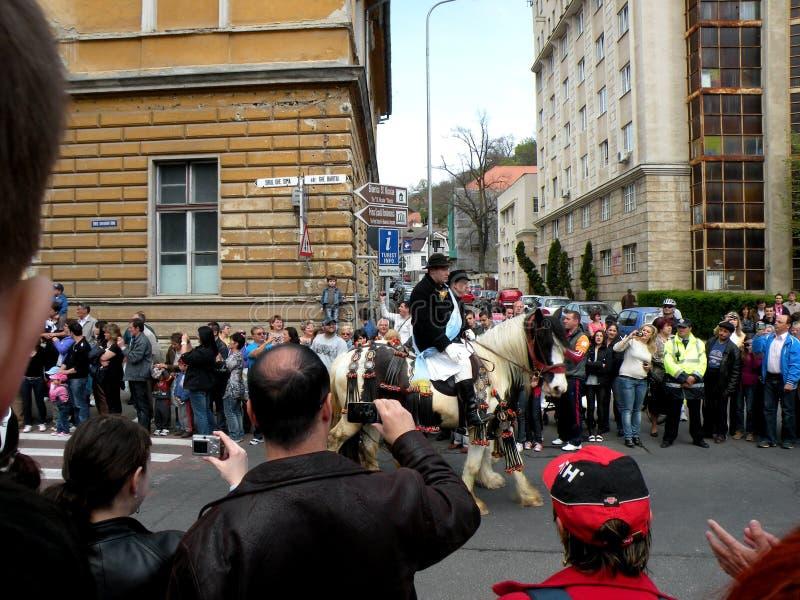 Celebración en la ciudad de Brasov en el tiempo 4 de pascua fotos de archivo