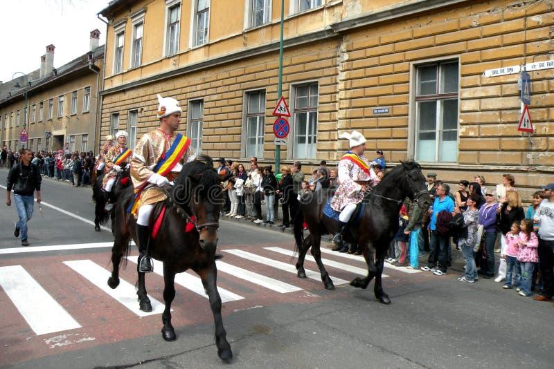 Celebración en la ciudad de Brasov en el tiempo 7 de pascua foto de archivo