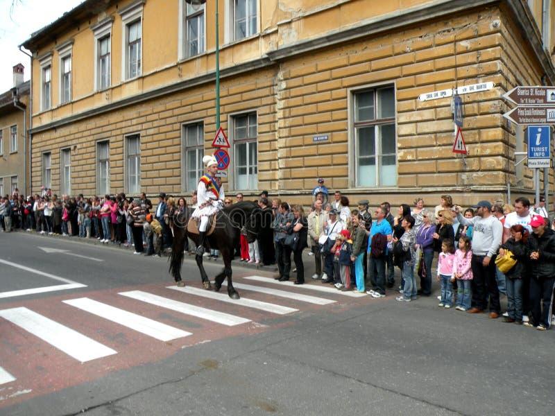 Celebración en la ciudad de Brasov en el tiempo 8 de pascua fotografía de archivo