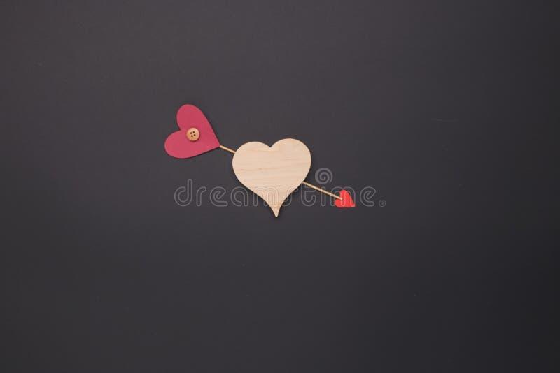 Celebración feliz del amor del día de tarjetas del día de San Valentín en un estilo rústico imágenes de archivo libres de regalías
