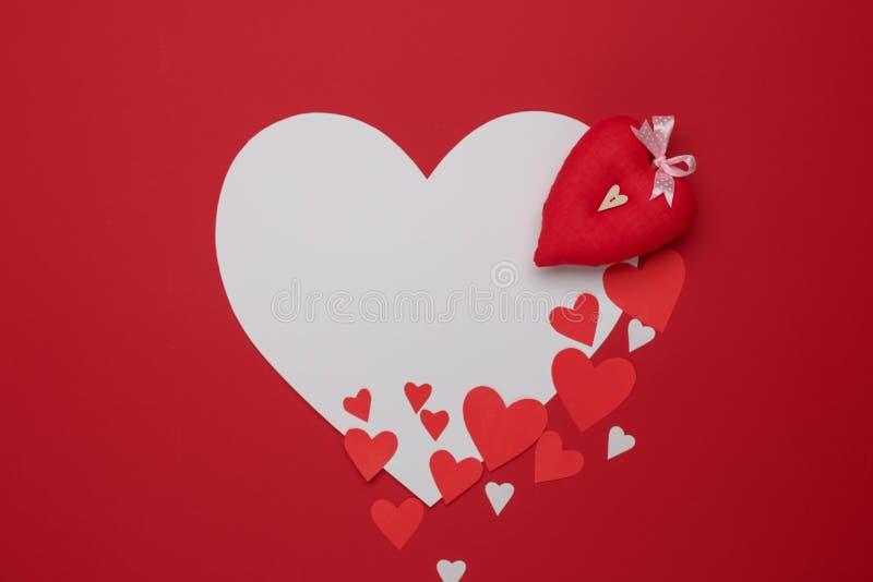 Celebración feliz del amor del día de tarjetas del día de San Valentín en un estilo rústico imagen de archivo
