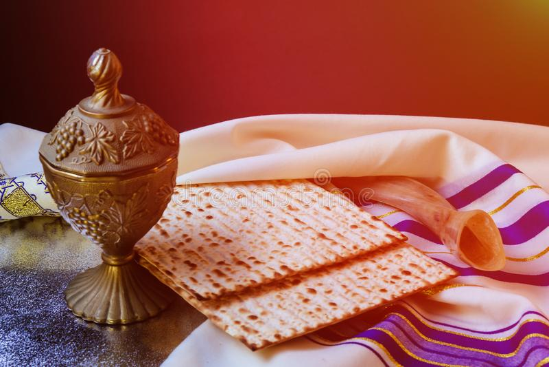 celebración judía del matzoth del día de fiesta del pan del matzoh del passover fotografía de archivo libre de regalías
