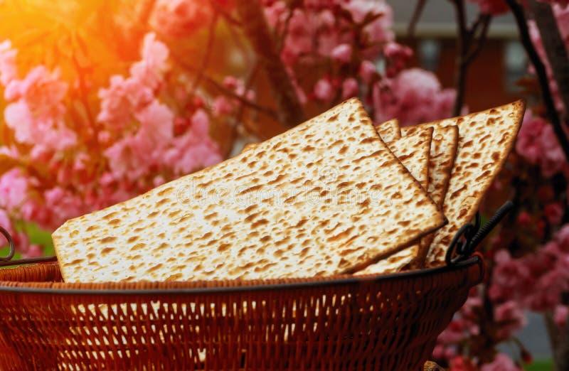 celebración judía del matzoth del día de fiesta del pan del matzoh del passover imagenes de archivo