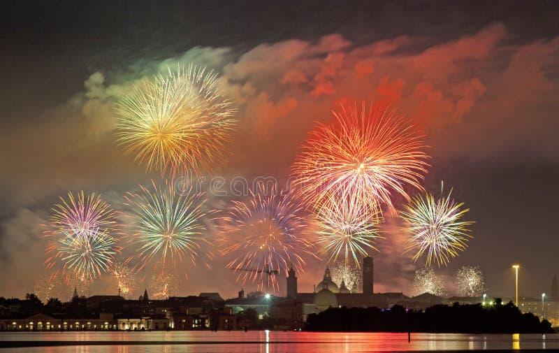 Celebración Redentore (Venecia, Italia) del fuego artificial imagenes de archivo