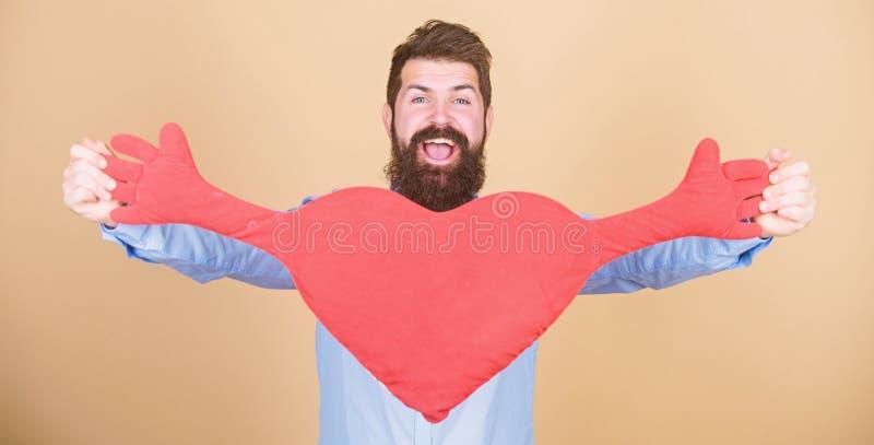 Celebrate Valentinstag Guy mit Bart und Schnurrbart in romantischer Stimmung Fühlung Begriff 'Daten und Beziehungen' lizenzfreie stockfotos