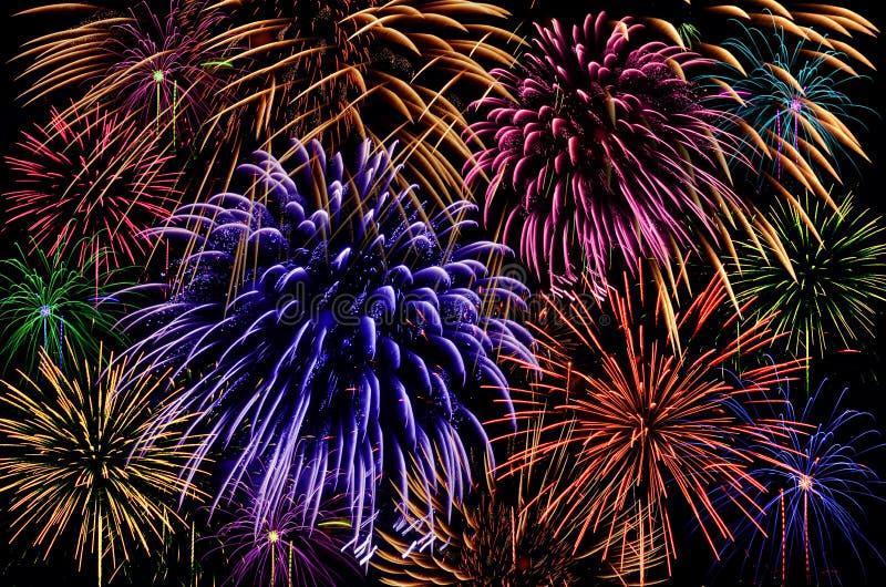 Celebrazione del fuoco d'artificio su fondo scuro immagini stock libere da diritti