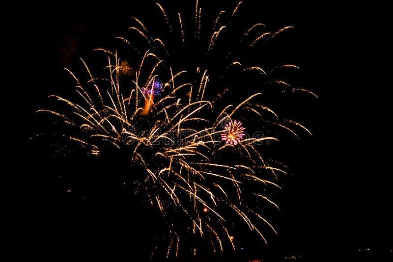 Celebrazione del fuoco d'artificio sul il quarto luglio a Grand Rapids Michigan immagini stock libere da diritti