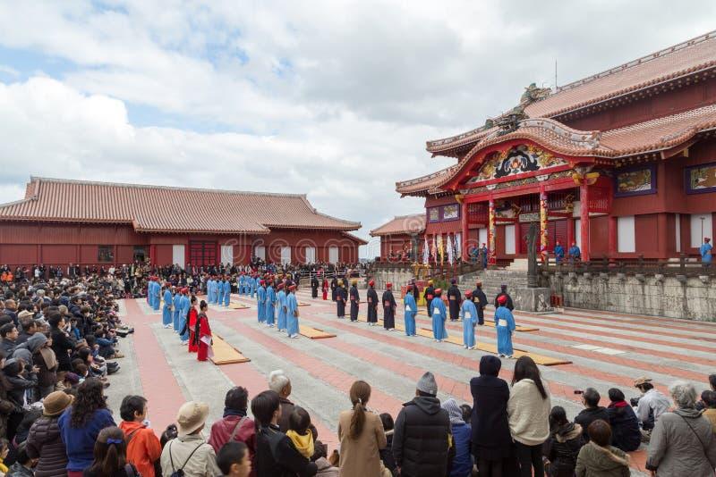 Celebrazione del nuovo anno al castello di Shuri in Okinawa, Giappone immagini stock