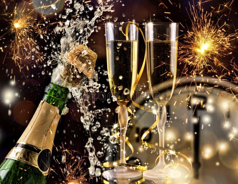 Celebrazione dell'nuovo anno con champagne fotografie stock